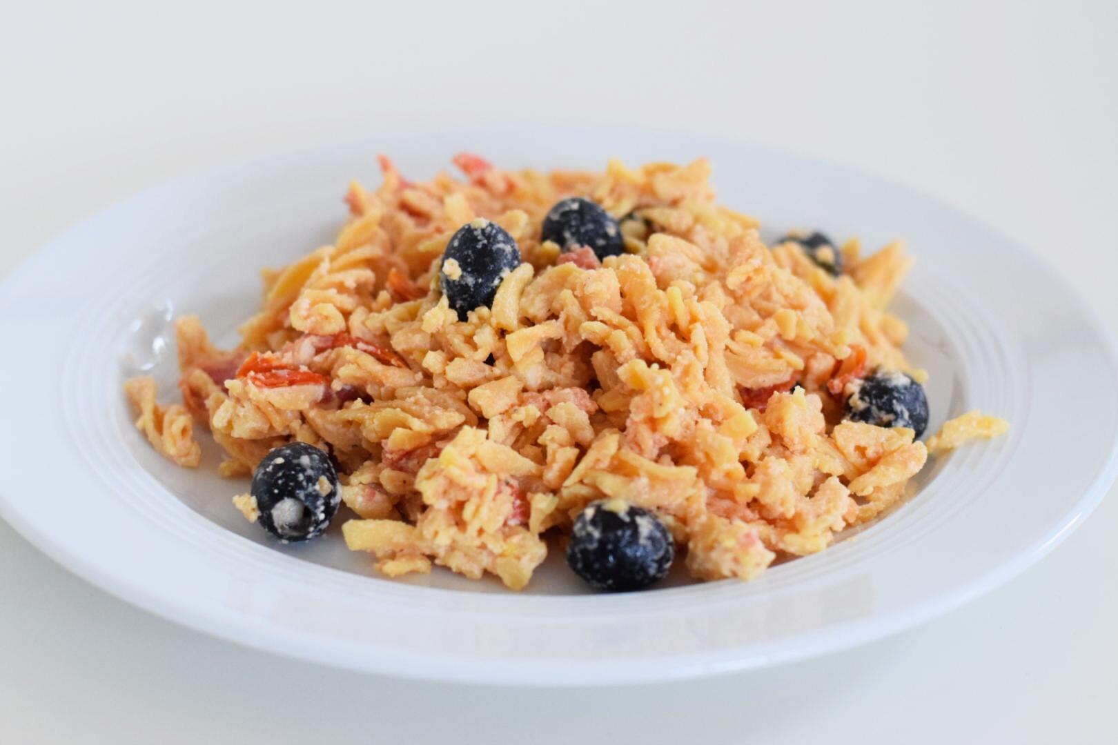 linsennudeln-mit-schafskaese-und-tomaten
